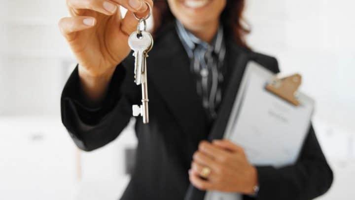 Come diventare agente immobiliare. Requisiti, formazione, abilitazione e iscrizione all'albo. Stipendio e quanto guadagna un agente immobiliare